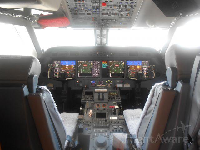 Gulfstream Aerospace Gulfstream V (N800J) - Cockpit of a Johnson & Johnson G550.