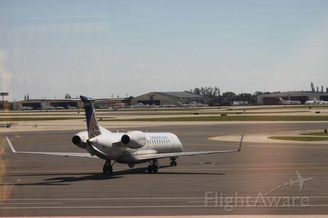 Embraer ERJ-145 (N14179)
