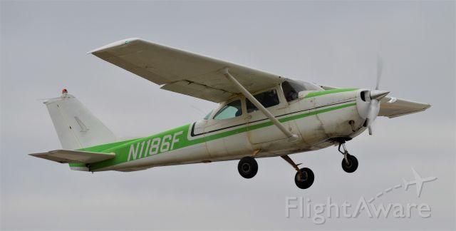 Cessna Skyhawk (N1186F) - Participating in the 2020 Stearman Pumpkin Drop.
