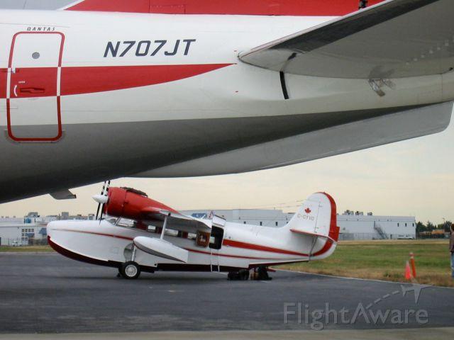 Grumman Goose (C-GYVG) - Goose C-GYVG next to John Travolta