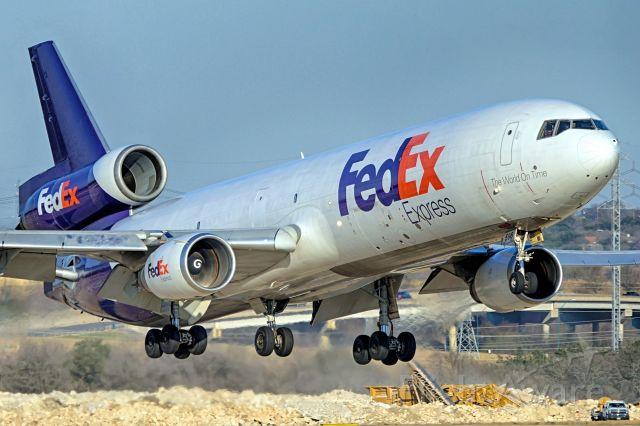 Boeing MD-11 (N596FE) - 22 approach.