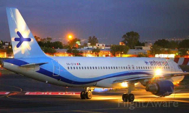 Airbus A320 (XA-ZIH) - Good night Interjet.br /br /Airbus A320br /Licenciado Benito Juarez. (MMMX)br /Canon EOS-7D