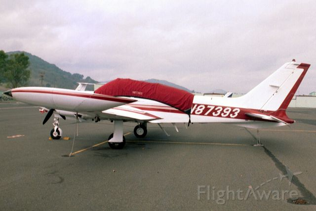 Cessna 310 (N87393) - Seen here on 31-Dec-03.