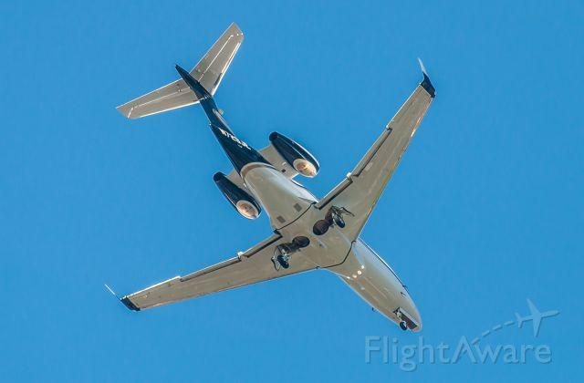 Embraer Phenom 300 (N729JE)