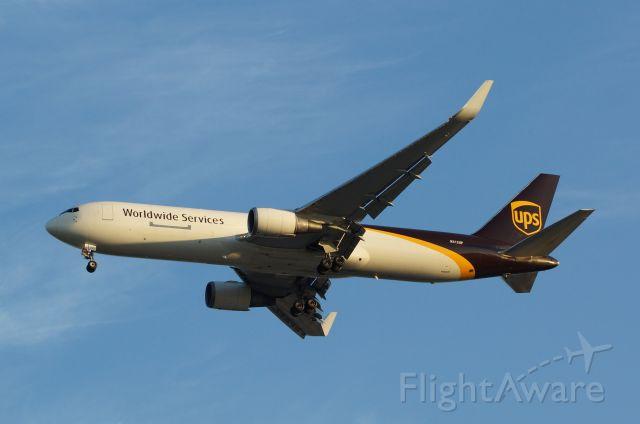 BOEING 767-300 (N312UP)