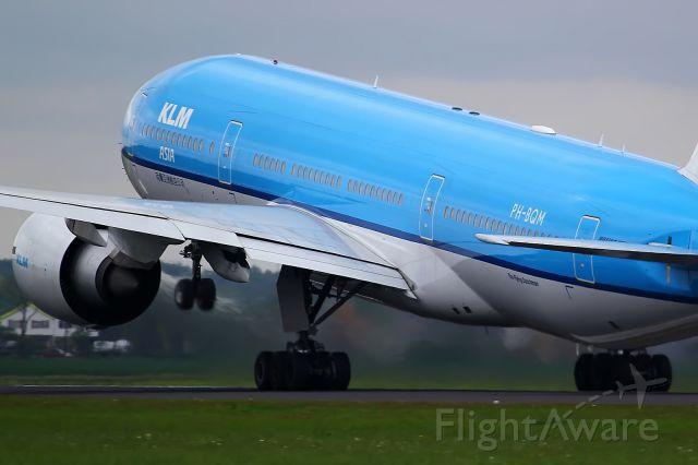 BOEING 777-300 (PH-BQM)