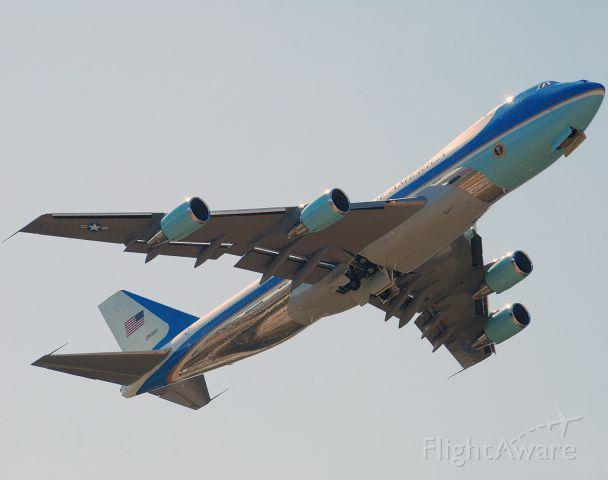 N828000 — - Air Force One departing Nashville.