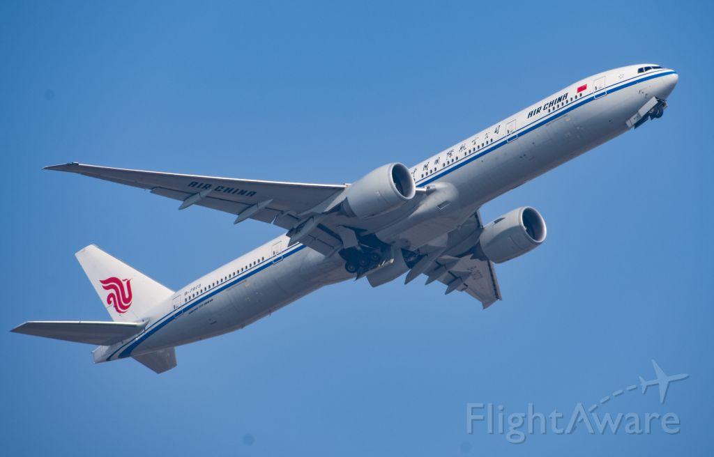 BOEING 777-300ER (B-7973)