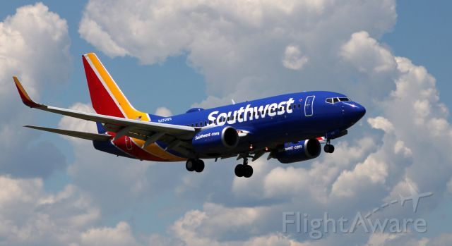 Boeing 737-700 (N476WN) - On final is this 2004 Southwest Airlines Boeing 737-7H4 in the Spring of 2021.