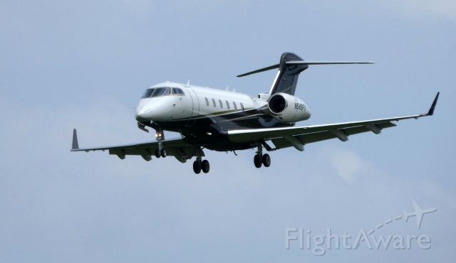Bombardier Challenger 300 (N549FX) - On final is this 2012 Bombardier Challenger BD-100-1A10 in the Spring of 2019.