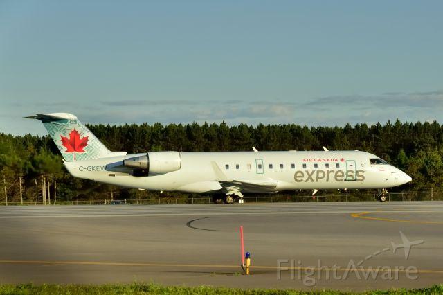 Canadair Regional Jet CRJ-200 (C-GKEW)