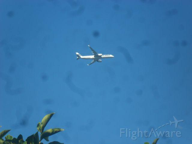 — — - Aus meinem Zimmerfenster ca. 4 Kilometer vom Flughafen Hamburg entfernt fotografiert. Wahrscheinlich eine 787 von Finnair!