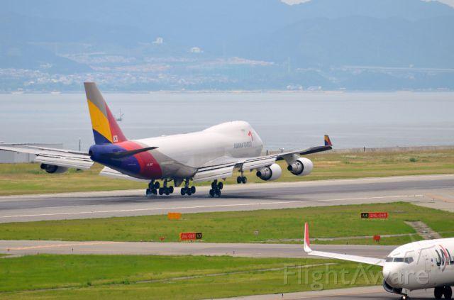Boeing 747-400 (HL7616) - Airline: Asiana Airlines (OZ/AAR); Airport: Kansai International Airport (KIX/RJBB); Camera: Nikon D7000; Date: 4 July 2012