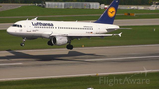 Airbus A319 (D-AILR) - landing from Frankfurt R28
