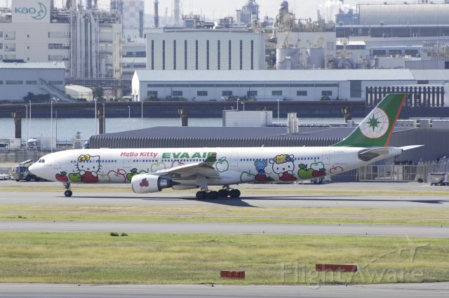 "Airbus A330-300 (B-16331) - Taxing at Haneda Intl Airport on 2012/10/29 ""Hello Kitty Magic Star c/s"""