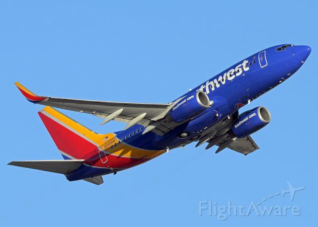 Boeing 737-700 (N715SW)