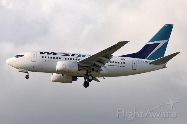 BOEING 737-600 (C-GWSK)