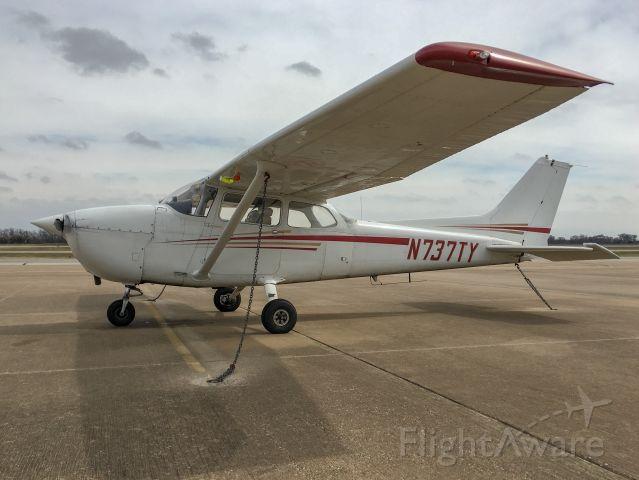 Cessna Skyhawk (N737TY)