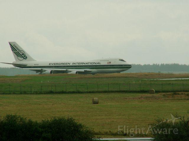 — — - 747 am Flugplatz Hahn