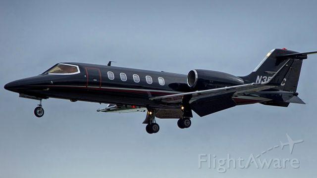 Learjet 31 (N351AC) - 4 approach.