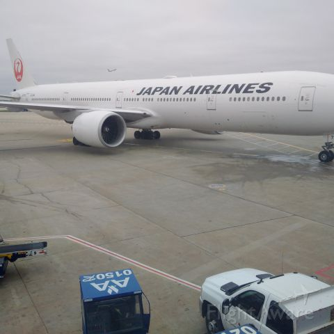 BOEING 777-300ER (JA741J) - In the termial @ KORD