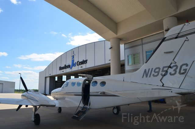Cessna 421 (N1953G) - Back at home base after a BBQ run.