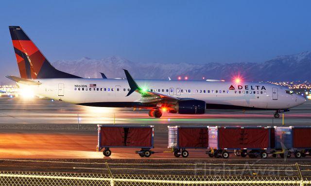Boeing 737-700 (N860DN)