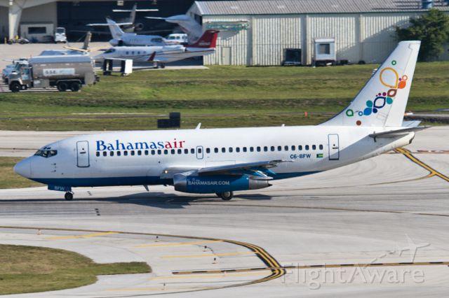 Aerospatiale ATR-42-300 (C6-BFW) - Stationnement étagé à Fort Lauderdale.
