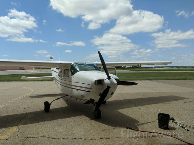 Cessna Centurion (N887W) - Right before a wash!