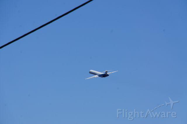 McDonnell Douglas MD-83 (N949NS) - Mitt Romney departing Lynchburg, VA on 11/05/2012