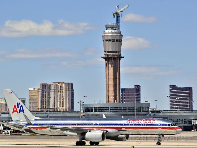 Boeing 757-200 (N676AN) - N676AN American Airlines Boeing 1998 757-223 (cn 29426/827)<br /><br />Las Vegas - McCarran International (LAS / KLAS)<br />USA - Nevada<br />April 09, 2013<br />Photo: TDelCoro