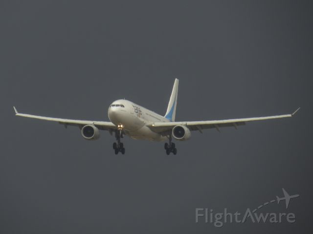 Airbus A330-200 (HC-COH) - Arriving with storm