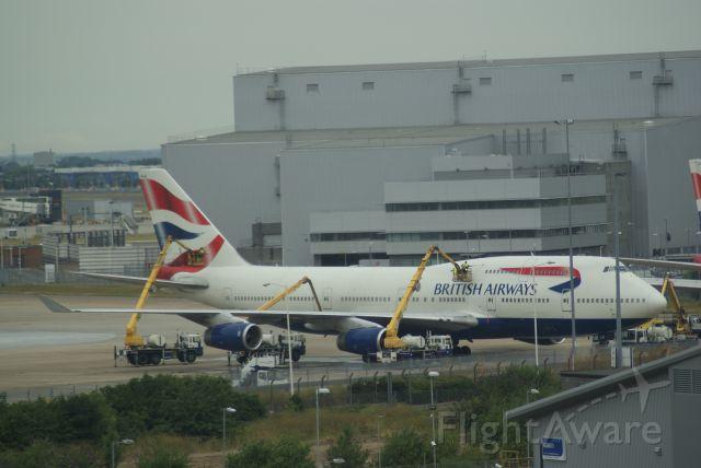 Boeing 747-400 (G-BNLW) - British Airways B747-436 cn903 cleaning