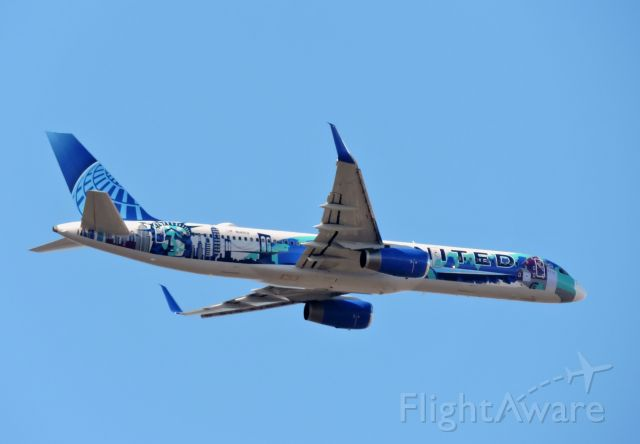 """Boeing 757-200 (N14102) - United's """"Her Art Here-New York/New Jersey"""" livery minutes till landing, winter 2019."""
