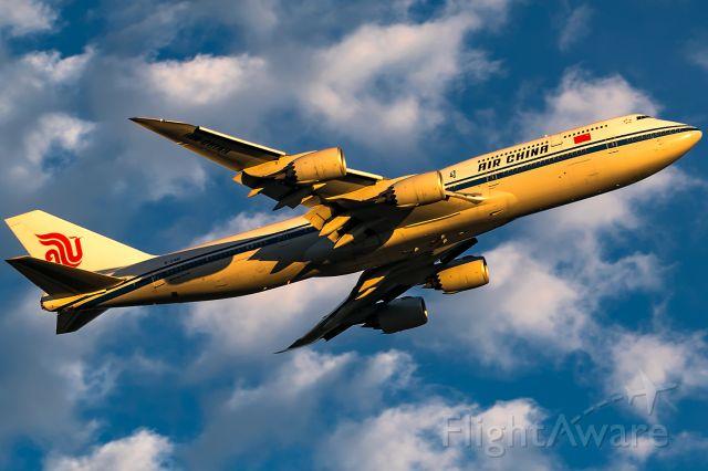 BOEING 747-8 (B-2481) - evening sun