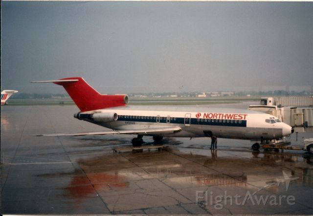 Boeing 727-100 (N460US) - May 1988 at MKE.