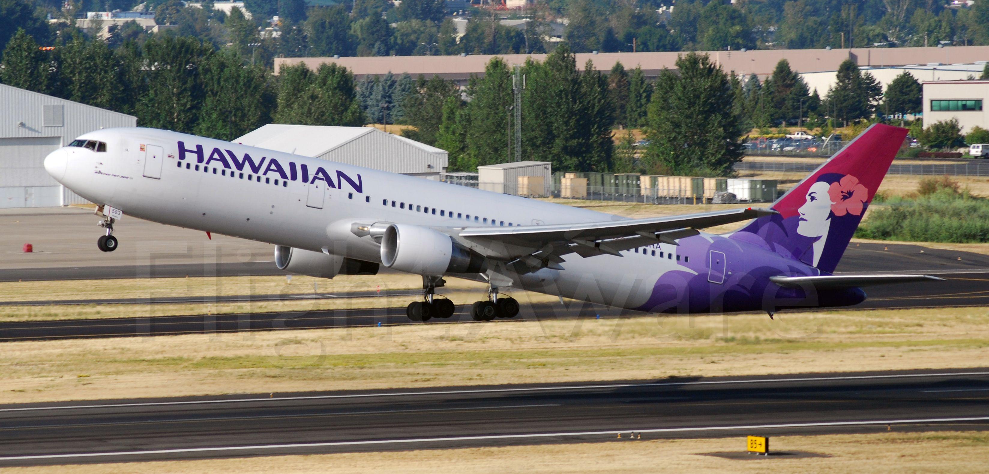 BOEING 767-300 (N583HA)