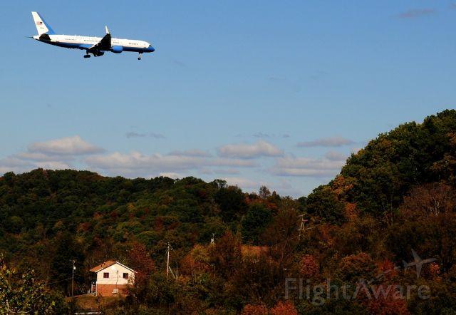 N80001 — - Landing at Yeager Airport