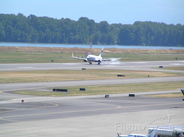 Boeing 737-700 (N626AS) - Top level parking garage, aiming NE at 28R; date: July 6, 2011, around midday.