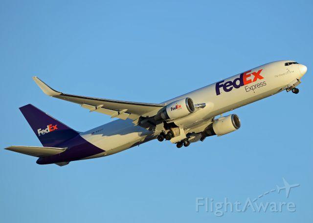 BOEING 767-300 (N68077)