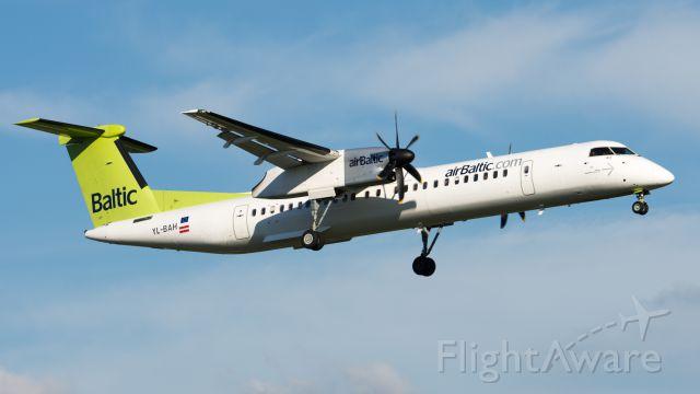 de Havilland Dash 8-400 (YL-BAH)