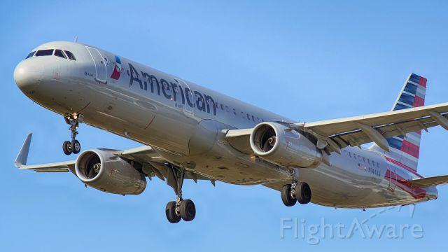 Airbus A321 (N144AN) - 13R approach.
