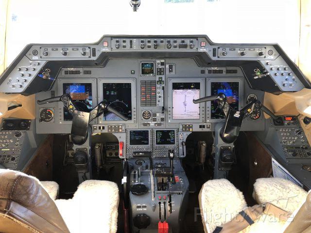 Raytheon Hawker 800 (N97KL) - Flight deck of a Hawker 850XP