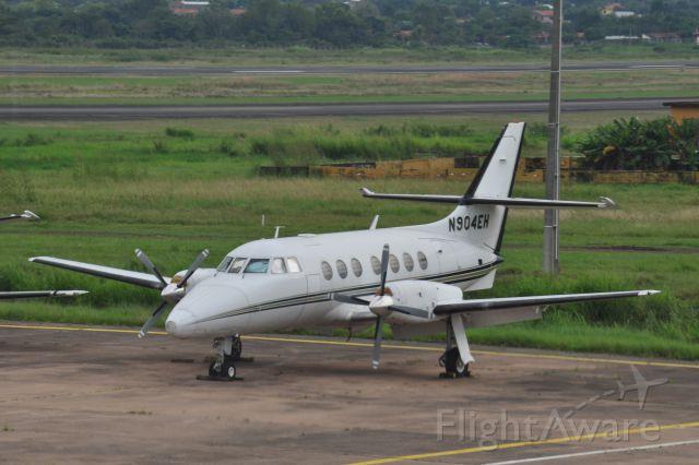 Rockwell Turbo Commander 690 (N904EH) - Gestrandet? Eine amerikanische Jetstream am 18. Mai 2015 in einer abgelegenen Ecke des Flughafens von Asunción (SGAS) zwischen ausgemusterten Maschinen abgestellt.