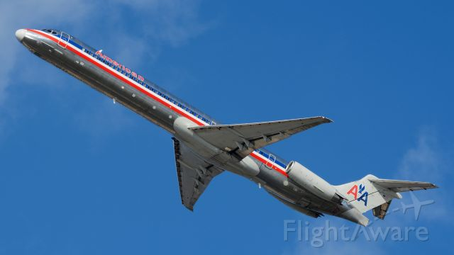 McDonnell Douglas MD-83 (N970TW) - The first American MD-80 to come to Philly in over a year, pictured departing 27L on its way to BDL and back, then returning to Dallas. Probably the last time we'll ever see one of these at PHL.