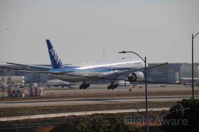 BOEING 777-300ER (JA793A)