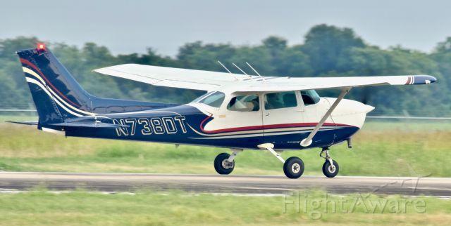 Cessna Skyhawk (N738DT)