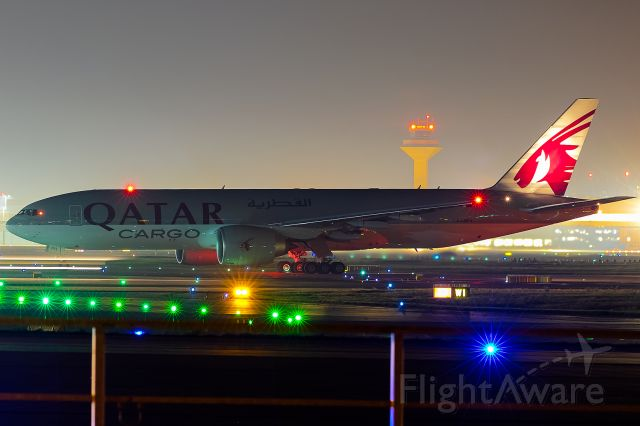 Boeing 777-200 (A7-BFH) - lineup to rwy 18