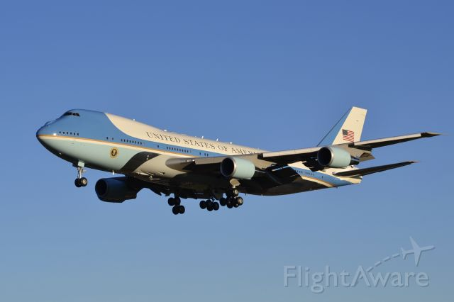 Boeing 747-200 (28000) - Golden hour arrival with POTUS 44 onboard.