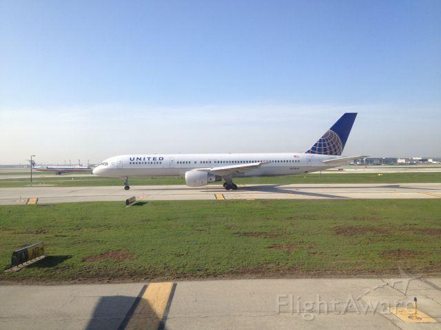 BOEING 767-300 (N573UA)